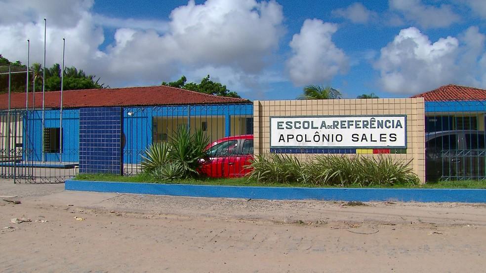 Escola Estadual Apolônio Sales, no Ibura, na Zona Sul do Recife, é uma das que têm vagas disponíveis para alunos novatos em 2019 — Foto: Reprodução/TV Globo