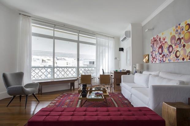 Apartamento com cores, estampas e a vista do Arpoador  (Foto: Denílson Machado (MCA Estúdio))