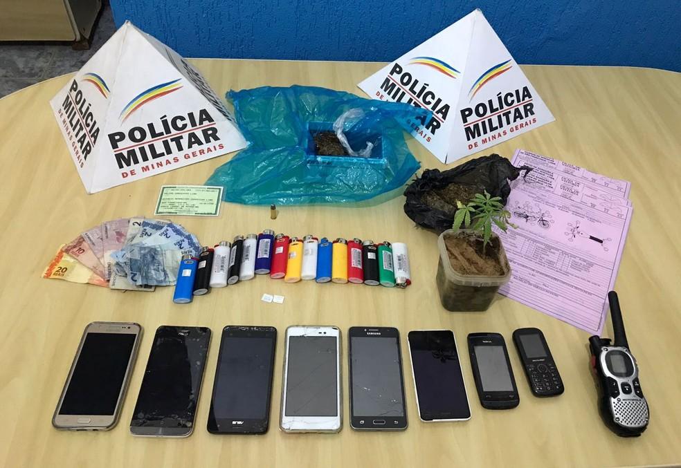 PM apreendeu celulares roubados e droga (Foto: Polícia Militar/ Divulgação)