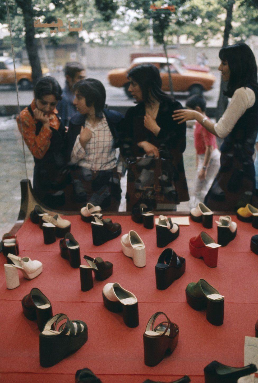 Vitrine em Teerã em 1976 (Foto: MAGNUM PHOTOS via BBC)