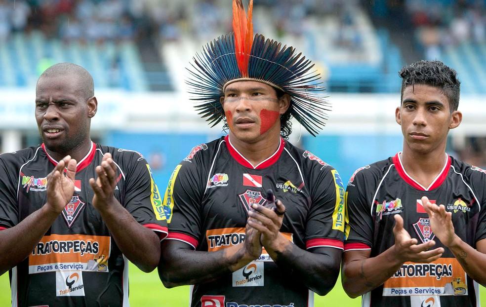 Aru (centro) faleceu em uma acidente de carro no início da madrugada desta sexta-feira (Foto: Reuters)