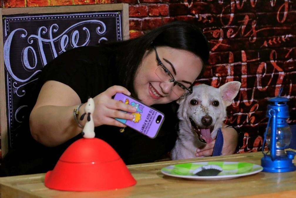 -  ONG oferece encontros com cachorros e gatos no Dia dos Namorados nas Filipinas  Foto: Romeo Ranoco/Reuters