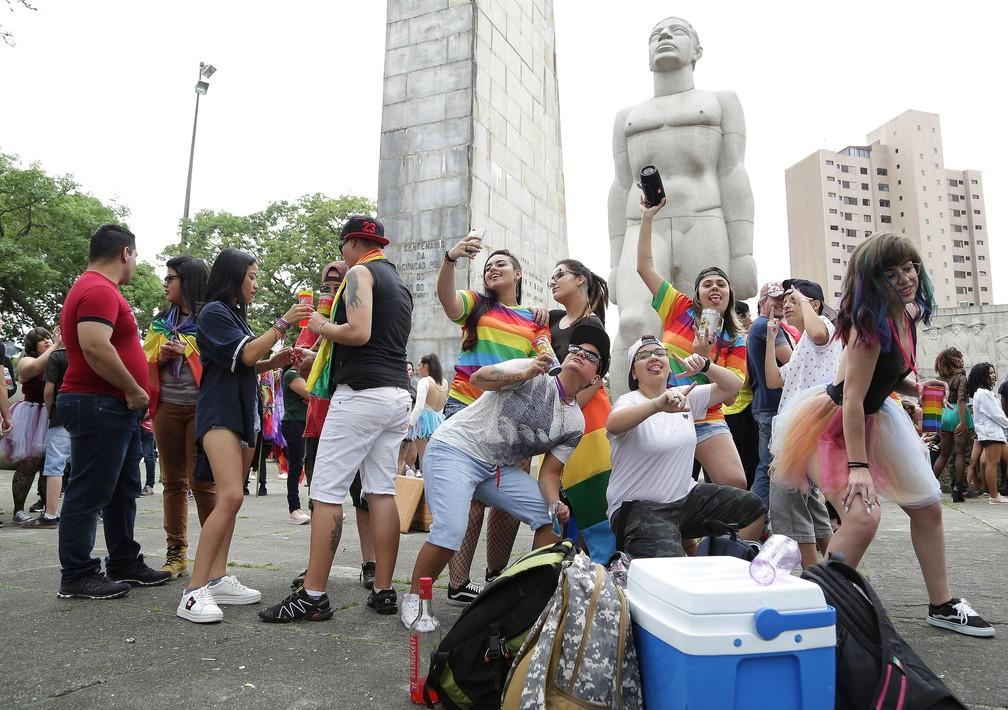 Grupo se concentrou na Praça Dezenove de Dezembro   — Foto: Giuliano Gomes/PR Press