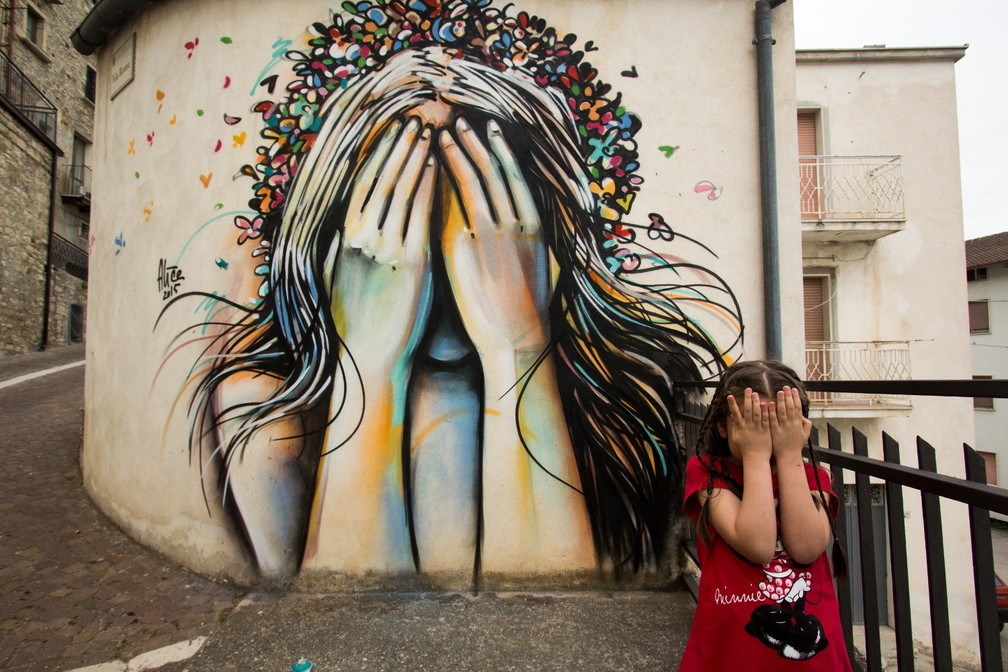 Obra de Alice Pasquini, na Itália — Foto: Jessica Stewart