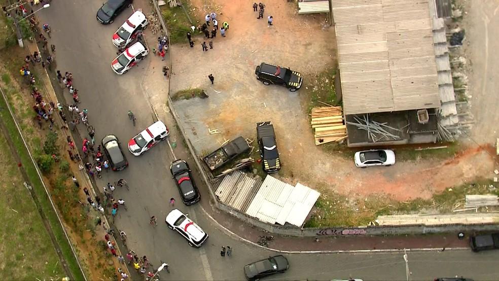 Grupo fortemente armado invade terminal de cargas de Cumbica, faz refém e rouba ouro de carro-forte — Foto: TV Globo/Reprodução