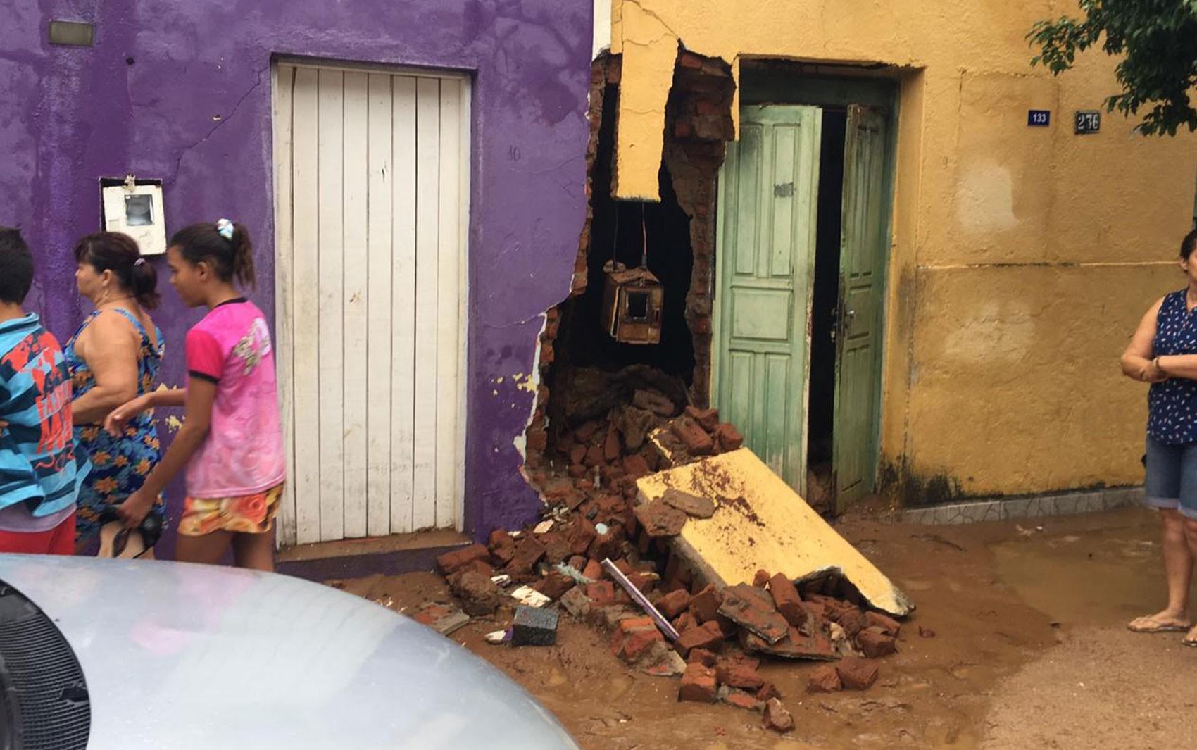 Um ano após rompimento de barragem na Bahia, moradores de Coronel João Sá aguardam reconstrução de 180 casas