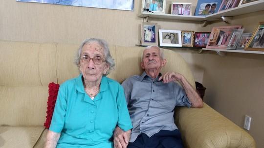 Casal de quase 100 anos celebra mais de sete de décadas de amor