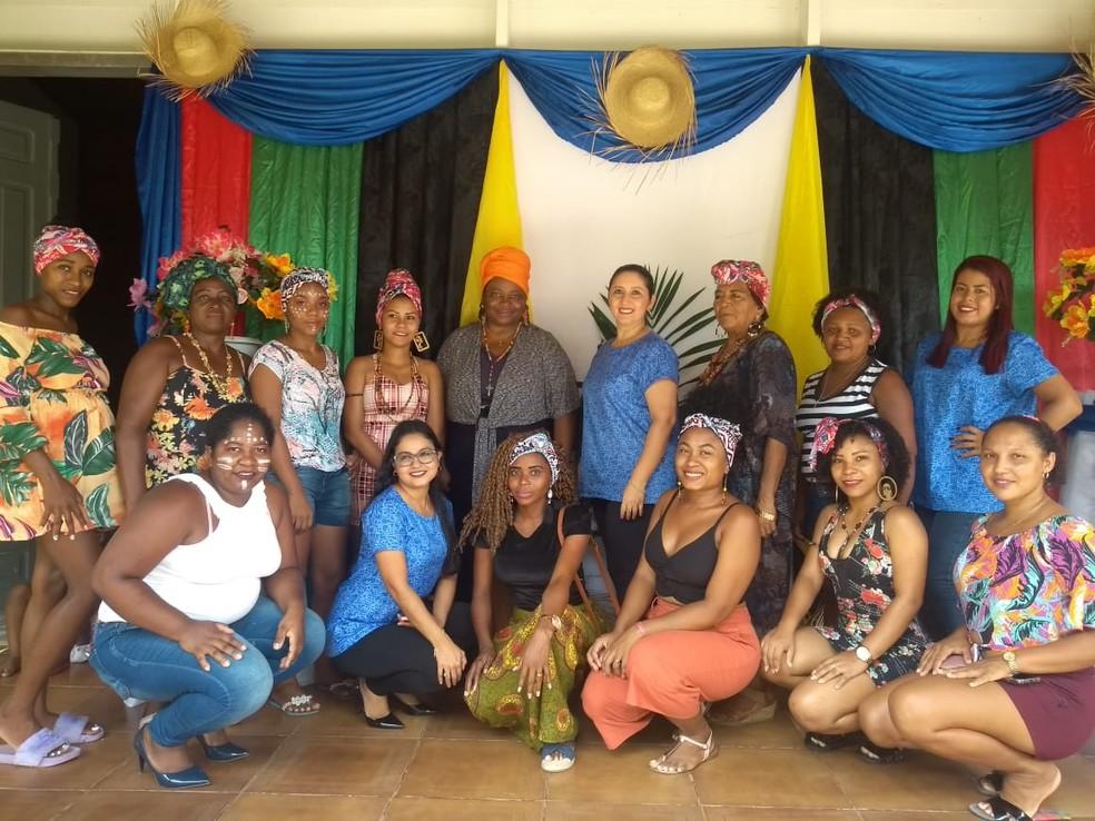 Grupo de mulheres se reuniu no sábado (16) para trocar ideias sobre o empoderamento feminino e a beleza da mulher negra — Foto: Divulgação/Arqmo