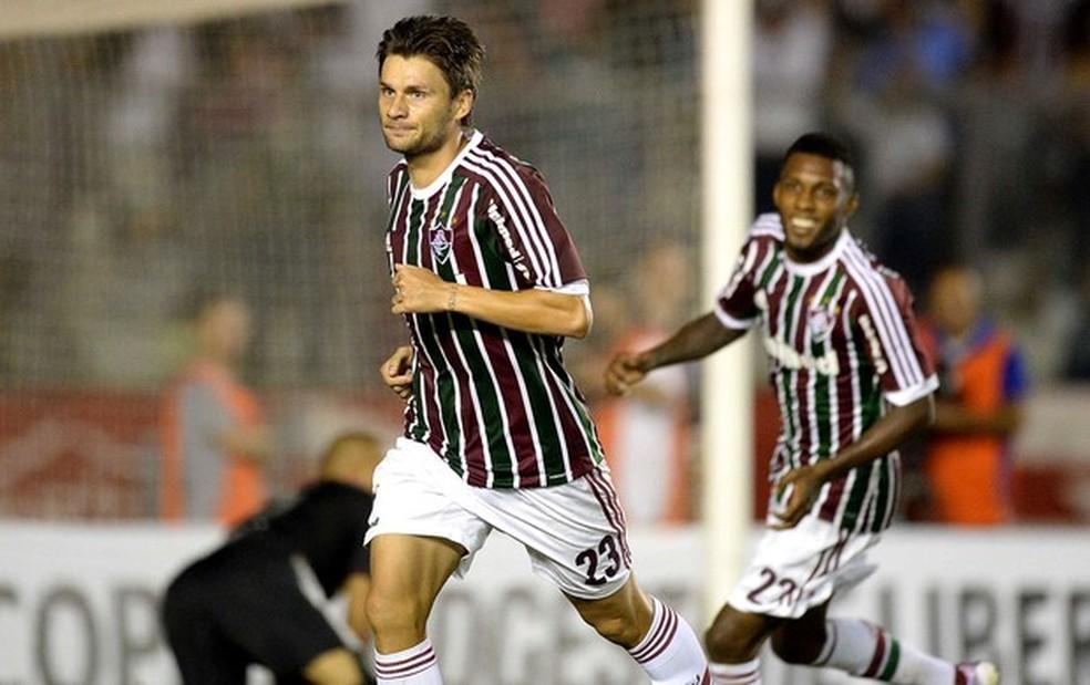 Rafael Sóbis celebra gol que garantiu vaga do Fluminense nas oitavas da Libertadores em 2013 — Foto: AFP