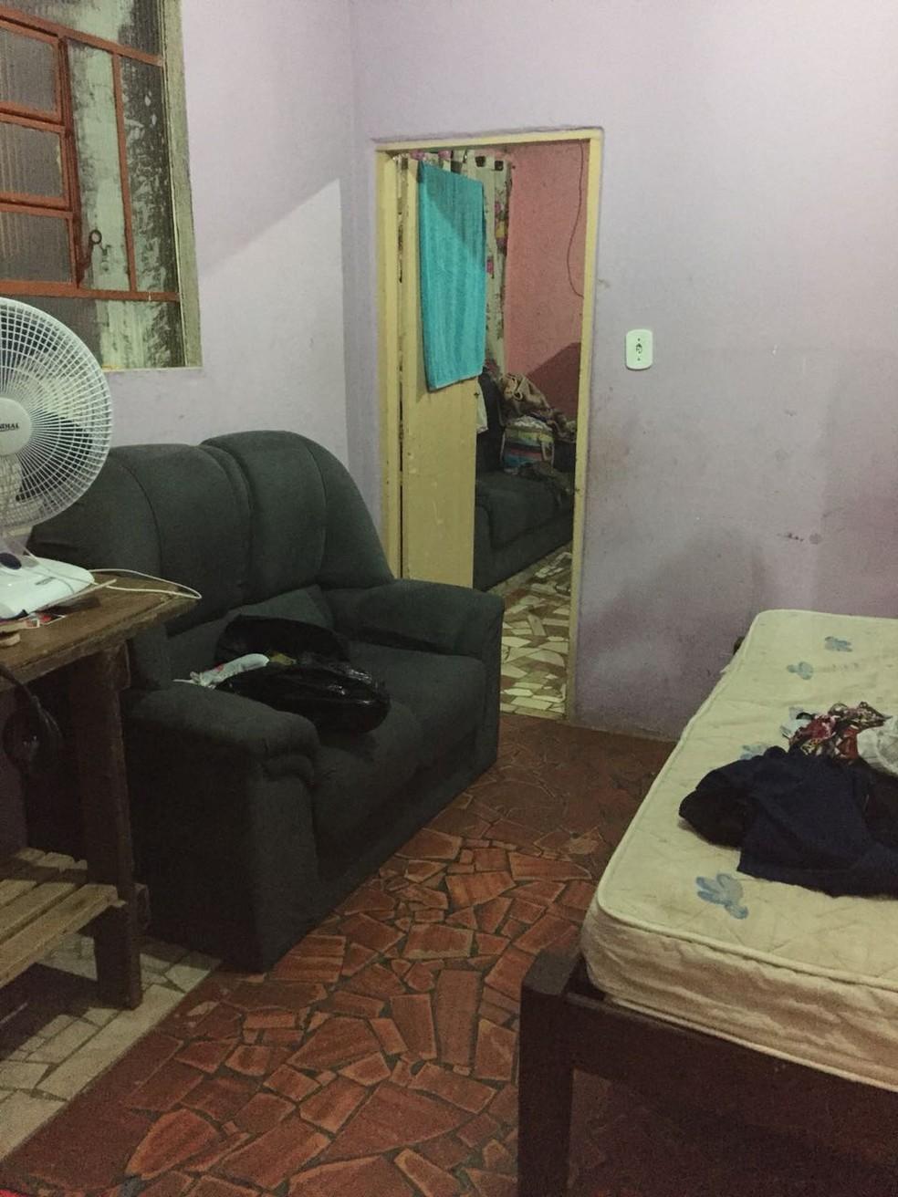 Polícia faz buscas em casa de suspeitos envolvidos em golpe contra mulheres (Foto: Deic/Divulgação)