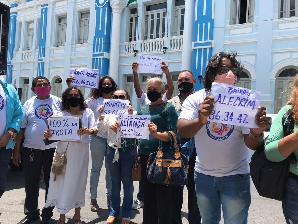 Manifestantes pedem retomada de linhas de ônibus suspensas em Natal.  — Foto: Ayrton Freire/Inter TV Cabugi