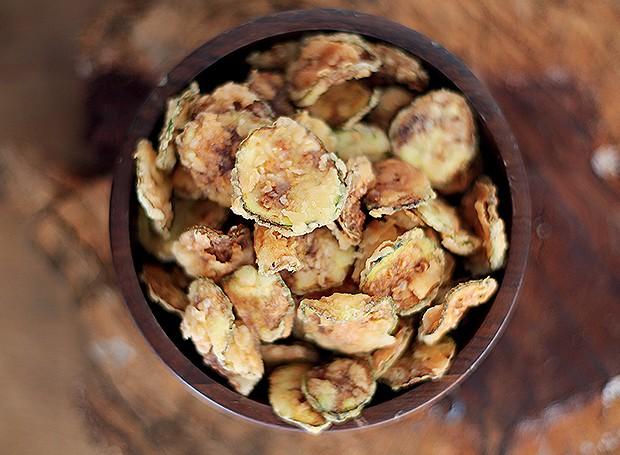 Chips de abobrinha italiana (Foto: Rogério Voltan/Editora Globo)