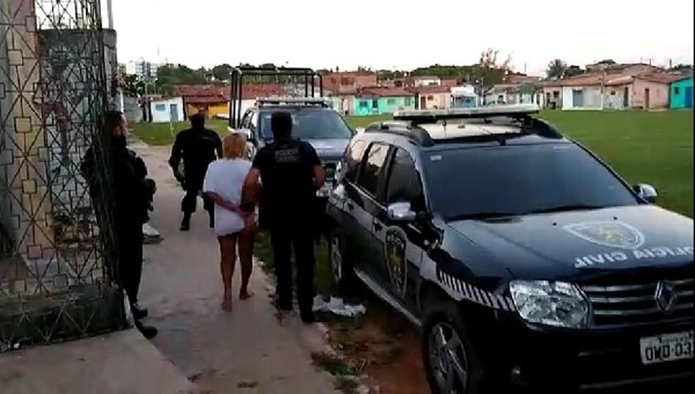 Quatro homens e uma mulher foram presos em operação da Polícia Civil no Paço da Pátria, em Natal — Foto: Polícia Civil/Reprodução