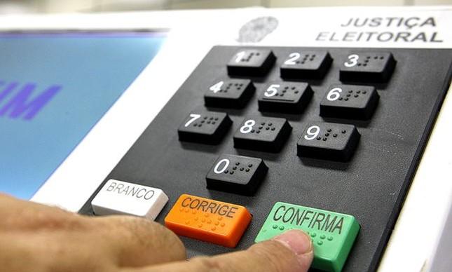 Mensagem sobre multa para quem não fizer biometria é falsa, alerta TSE