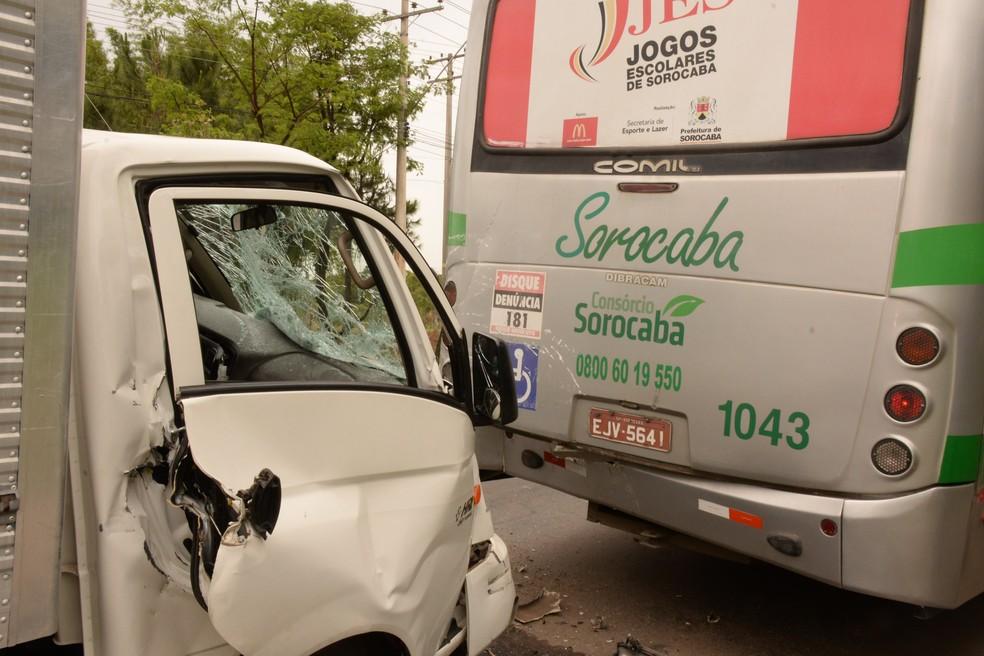 O motorista foi socorrido com ferimentos leves (Foto: Júlio Leite de Oliveira/Arquivo Pessoal)