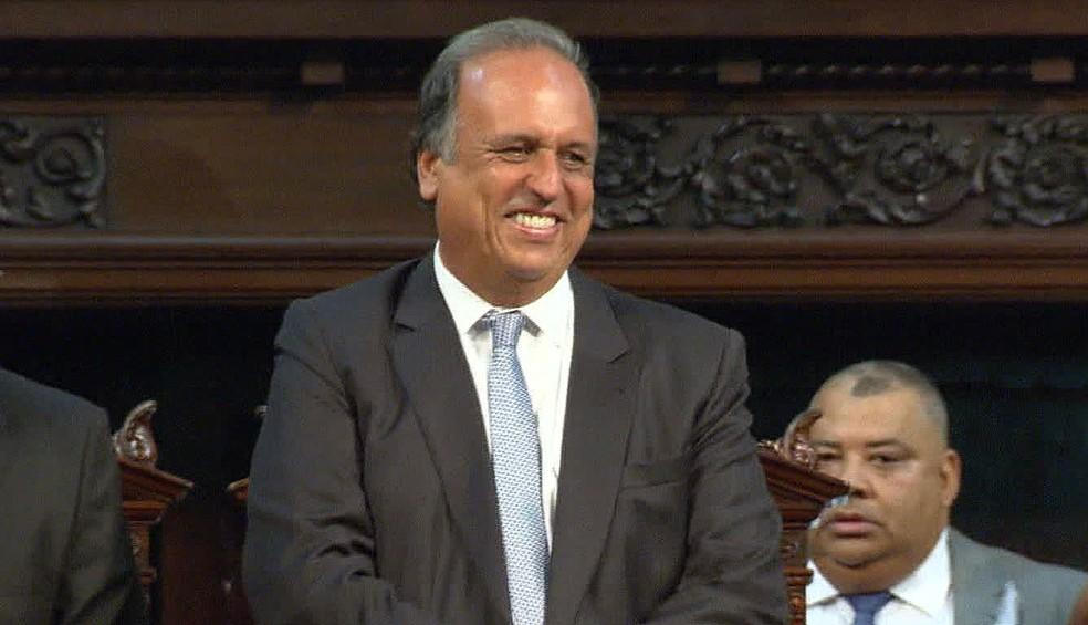 Governador Luiz Fernando Pezão foi 22 vezes a Brasília em 2016, segundo o governo (Foto: Reprodução/TV Globo)