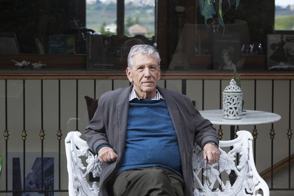 Morre Amoz Oz escritor e intelectual israelense