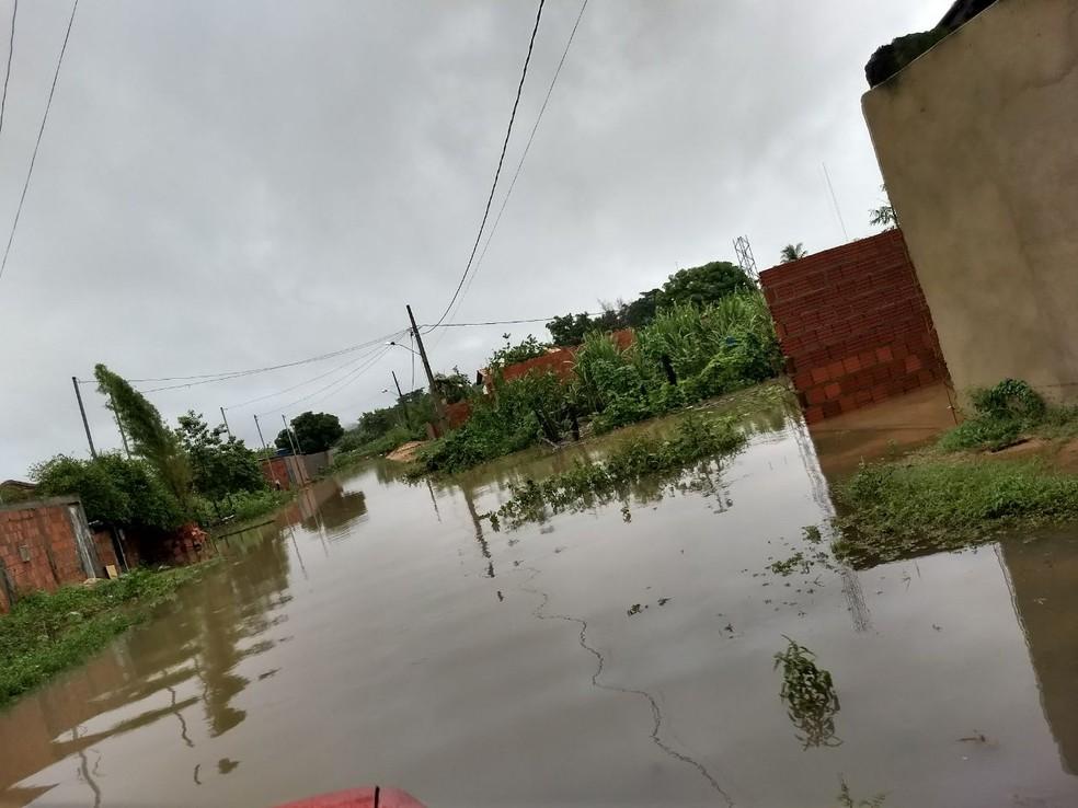 Várias ruas ficaram alagadas (Foto: Corpo de Bombeiros/ Divulgação)