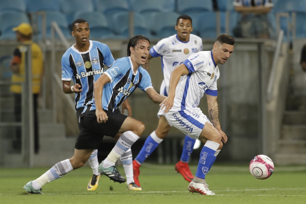 Geromel só jogou com Tite quando a Seleção teve apenas jogadores de times nacionais (Foto:  EVANDRO LEAL/AGÊNCIA FREE LANCER/ESTADÃO CONTEÚDO)