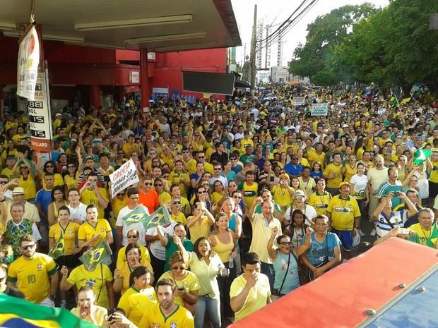Protesto contra a corrupção em Cuiabá. (Foto: André Souza/G1)