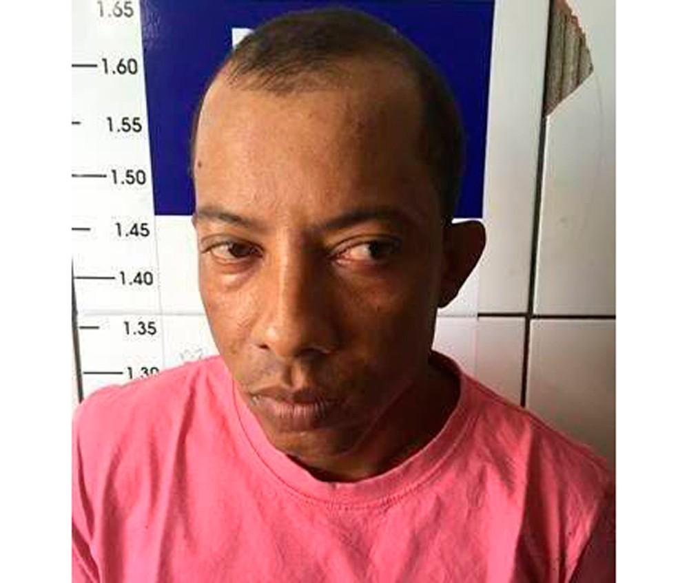 Suspeito foi identificado e está sendo procurado (Foto: Divulgação/Polícia Civil)