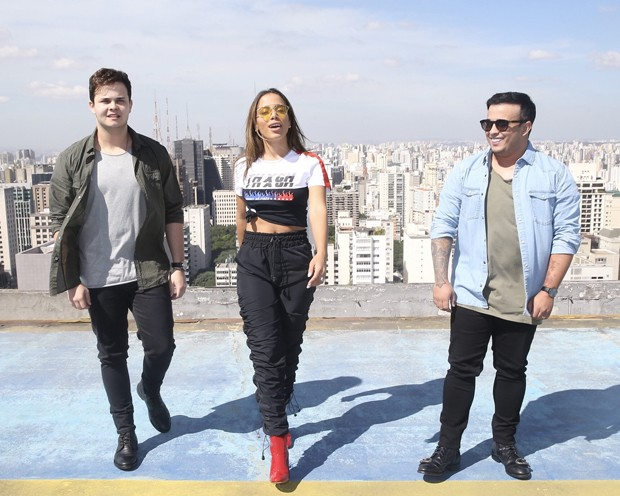 Anitta com Matheus & Kauan (Foto: Manuela Scarpa/Brazil News)
