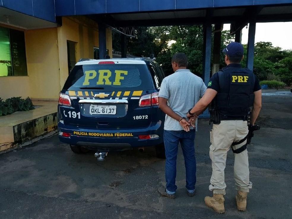 Foragido foi encontrado no posto da PRF em Palmeiras do Tocantins (Foto: Divulgação/PRF)