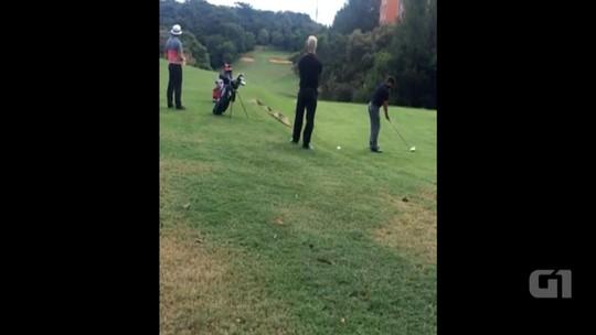 Integrantes do Maroon 5 aproveitam folga para jogar golfe em Porto Alegre