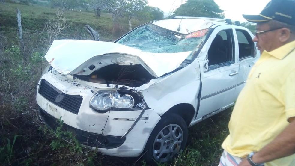 Carro ficou bastante danificado — Foto: Redes sociais