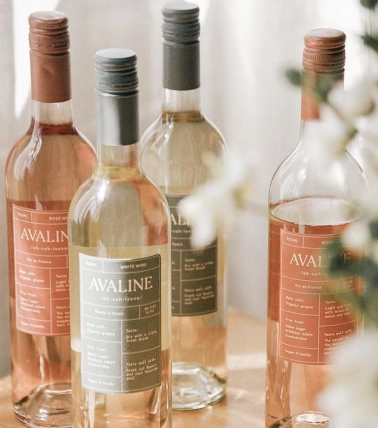 São dois vinhos: branco e rosé