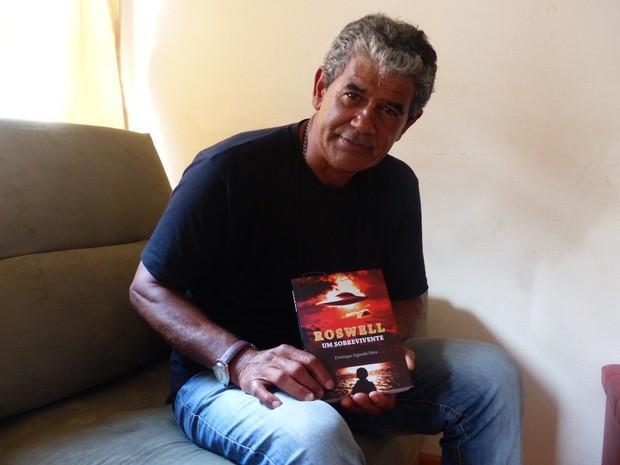 Homem que diz ter convivido com ET do caso Roswell lança livro no Paraná