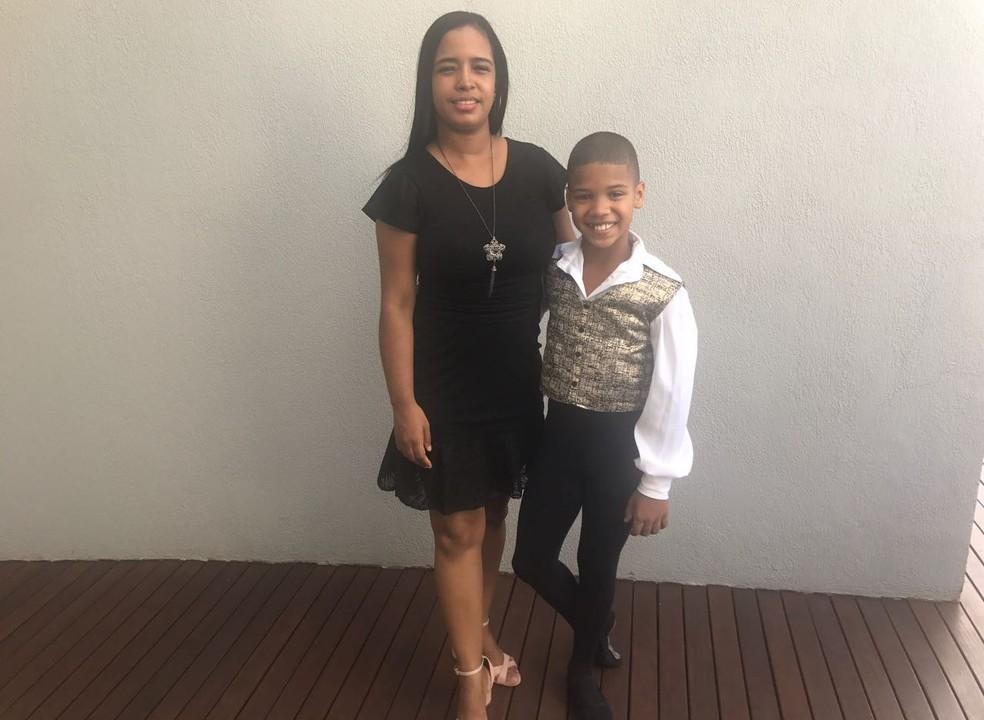 Mônica Andrade acredita no talento do menino (Foto: Mariana Nadaleto/G1)