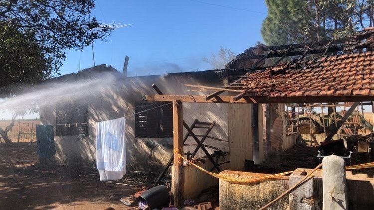 Criança morre carbonizada após casa pegar fogo em bairro rural de Guararapes