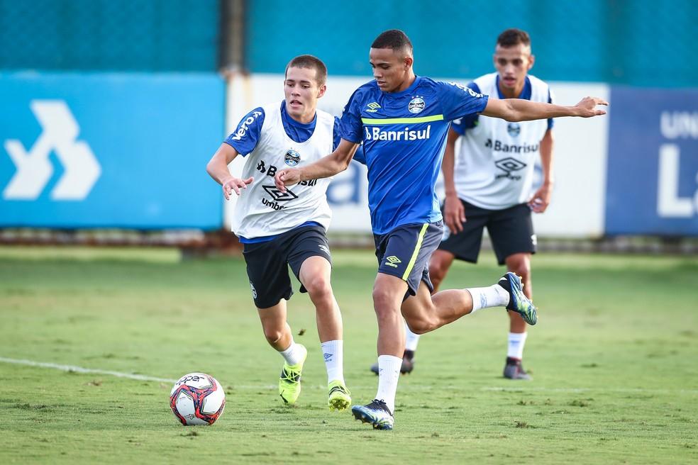 Pedro Lucas e Vanderson seguirão no time contra o São José — Foto: Lucas Uebel/DVG/Grêmio