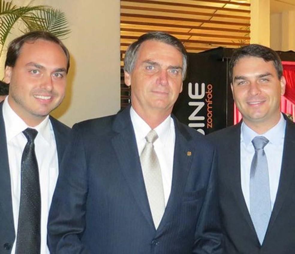 Jair Bolsonaro com os filhos Carlos, Flávio e Eduardo (da esq. para a dir.) — Foto: Flickr/família Bolsonaro