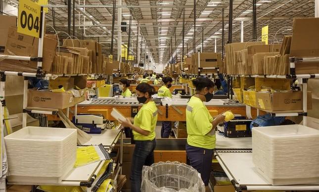 Centro de distribuição do Mercado Livre, em São Paulo; aumento nas vendas pela internet