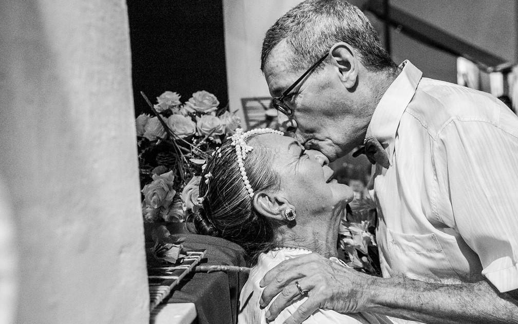 Neyde e Cesar se conheceram em lar de idosos e decidiram se casar (Foto: Dantas Jr.)