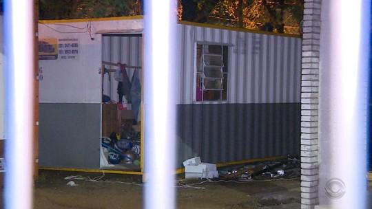 Criminosos trancam funcionários de obra dentro de contêiner para roubar fios de cobre em Porto Alegre