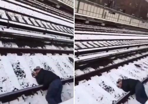 Homem desmaia e cai em linha férrea em Nova York