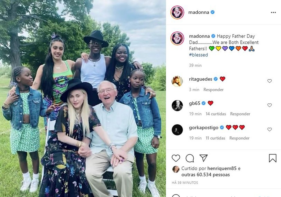 Madonna celebra o Dia dos Pais ao lado do patriarca e cinco dos seis filhos dela — Foto: Reprodução/Instagram