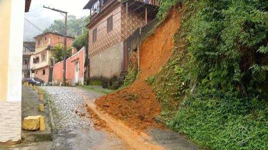 Chuva provoca deslizamentos em bairros de Petrópolis, no RJ