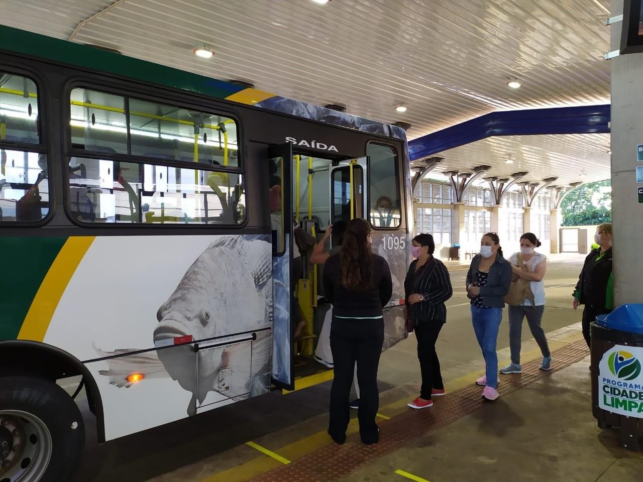 Ônibus do transporte coletivo de Cascavel circulam em horário de pico neste sábado (4) e não funcionam no domingo (5)