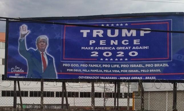 Outdoor em Governador Valadares (MG)  em apoio ao presidente americano Donald Trump