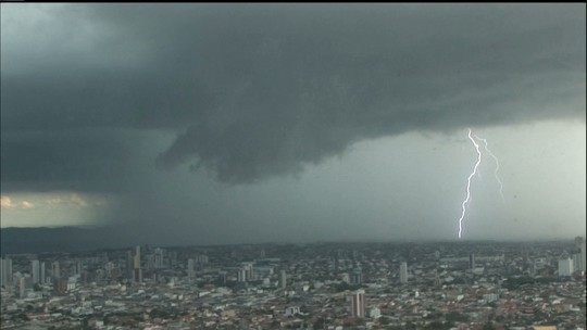 Paraíba tem chuvas em 69 cidades, além de registro de granizo e estragos