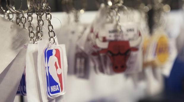 Chaveiros são os itens mais acessíveis da NBA Store, custando cerca de R$ 29,90. (Foto: Wander Roberto - Inovafoto)