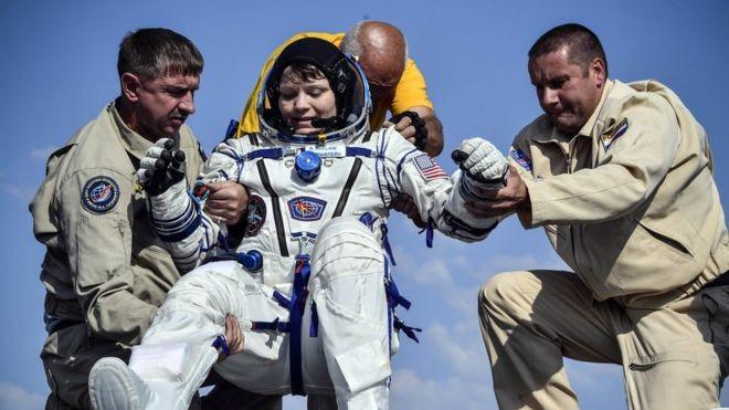 A astronauta Anne McClain diz não ter cometido nenhuma irregularidade (Foto: Reuters, via BBC)