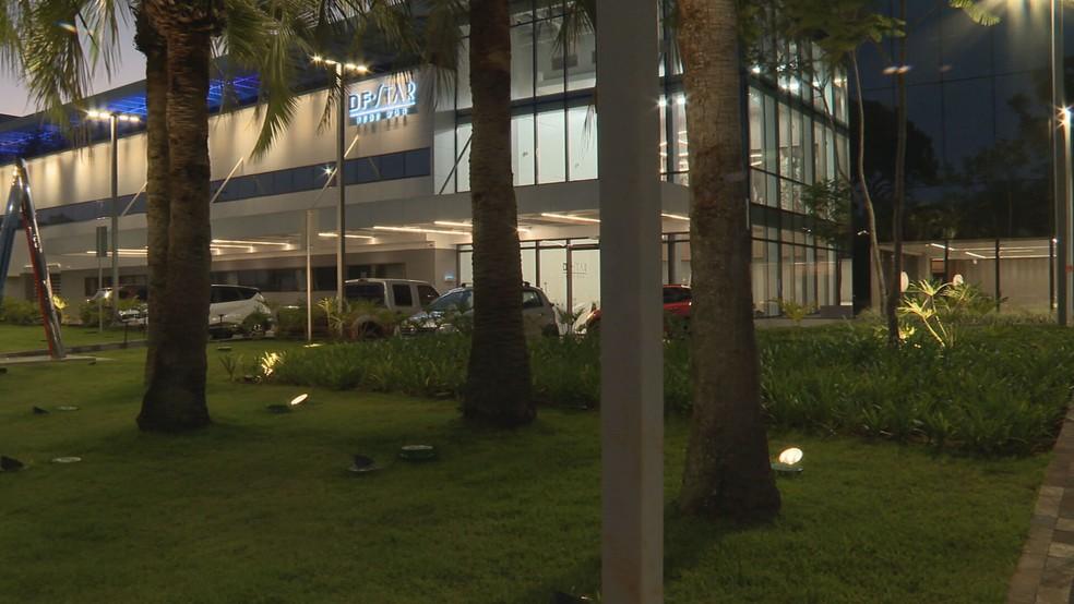 Hospital particular na Asa Sul, em Brasília, onde governador Ibaneis passou a noite — Foto: TV Globo/Reprodução