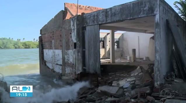 Força da maré volta a atingir imóveis na Barra Nova, AL - Noticias