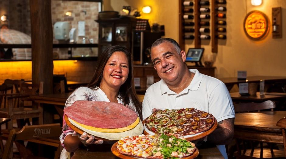 O casal Ana Paula e Eduardo Mônaco investiu em inovação em cada detalhe da pizzaria Pizzalinha (Foto: Agência Sebrae de Notícias)