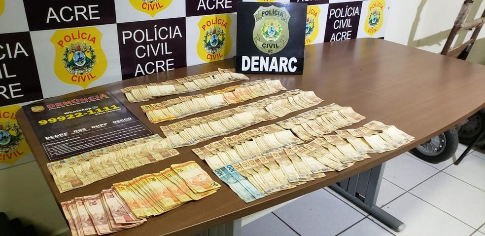 Com dupla, polícia apreendeu ainda mais de R$ 11 mil em espécie — Foto: Divulgação/Polícia Civil